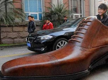 """Ahora los chinos fabrican """"zapatos eléctricos"""" que andan hasta 400 kilómetros"""