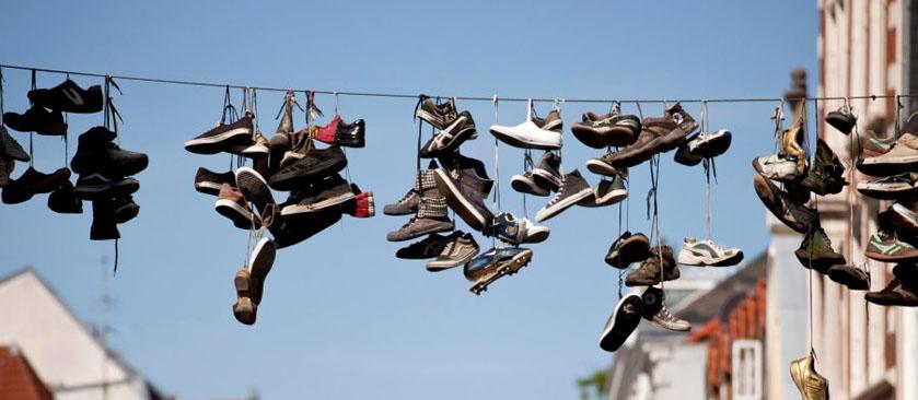 Zapatillas Colgantes ¿Guerra de pandillas o arte urbano?